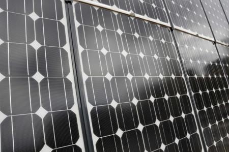 Tus paneles solares, mejor si son de silicio negro: nuevo récord de eficiencia