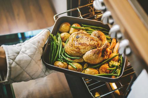 A la plancha, al horno, al vapor... Cómo afecta a los alimentos cada forma de cocinado y cuál es la más saludable