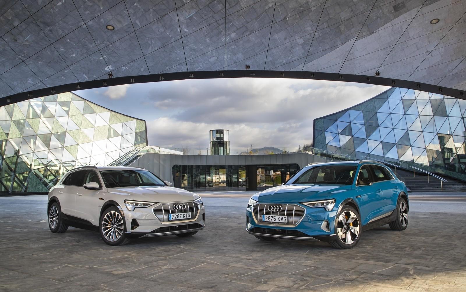Foto de Audi e-tron (87/111)