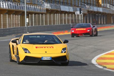 Celebrando con Aventador, Gallardo y 911 los 25 años de Pirelli P Zero en Cheste
