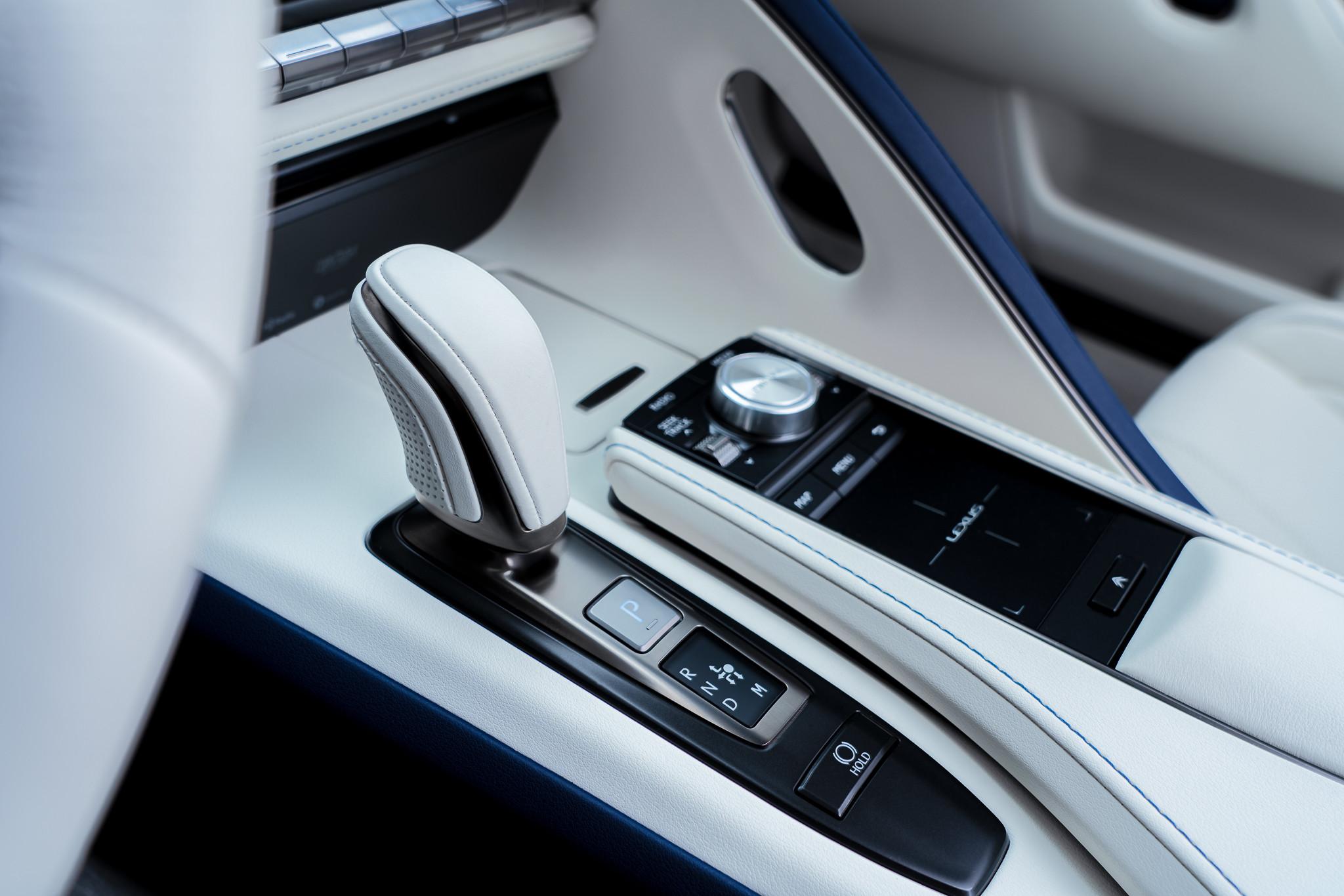 Foto de Lexus LC Cabrio Regatta Edition (14/32)