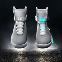 Nike cumple la profecía y entrega las zapatillas de 'Volver al Futuro' a Michael J. Fox