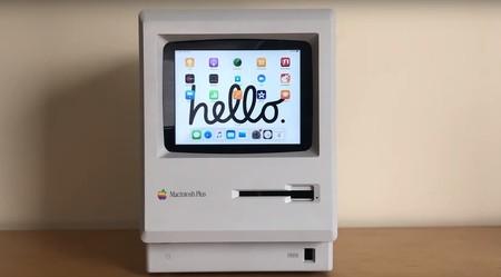 Usan un Macintosh Plus como dock para el iPad: este es el resultado