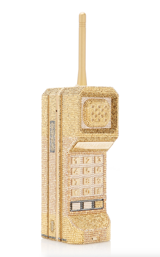 El nuevo bolso preferido de Kim Kardashian cuesta más de 5.000 euros, tiene forma de teléfono y no es de una marca conocida
