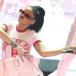 Así son los locos estilismos que Rihanna lució sobre el escenario de los MTV Video Music Awards 2016
