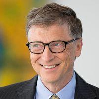 Bill Gates cree que acabaremos con la pandemia de COVID-19 para finales de 2021 en los países ricos y en todo el mundo en 2022