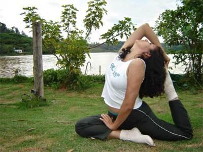 Practicar yoga para controlar el peso. Operación bikini