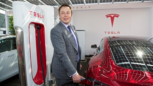 Elon Musk recula de nuevo: Tesla seguirá cotizando en bolsa, porque así lo quieren sus inversores
