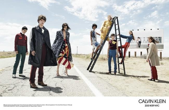 Willy Vanderperre Captura Dos Campanas En Una Sola Para El Otono De Calvin Klein