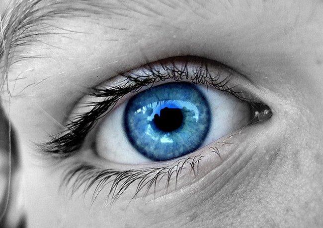 Un tratamiento láser para cambiar ojos cafés en azules está en ...