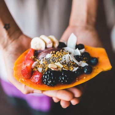 Alimentos ricos en fibra y vitamina C, pero con pocos carbohidratos, para una dieta keto o baja en hidratos saludable