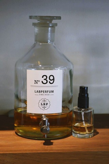 detalle botella labperfum