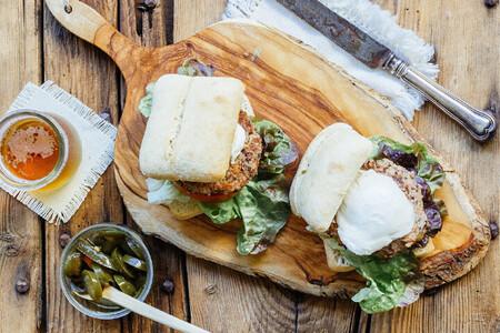 Hamburguesa de frijol y quinoa. Receta vegetariana fácil