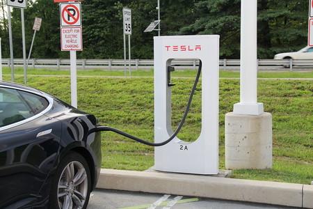 Tesla demanda a 5 ex-empleados por robo de secretos comerciales (incluyendo el código de su piloto automático)