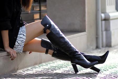 Los 11 looks con botas XXL que te inspirarán este otoño