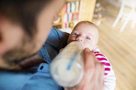 ¿Cómo actuar si el bebé se atraganta con la leche?