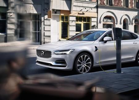 El Volvo S90 podría recibir una variante híbrida con motor de tres cilindros