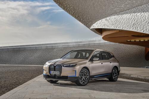 """""""Ok, boomer"""": BMW defiende el diseño de sus coches eléctricos frente a sus haters, porque hasta la mala publicidad es buena"""