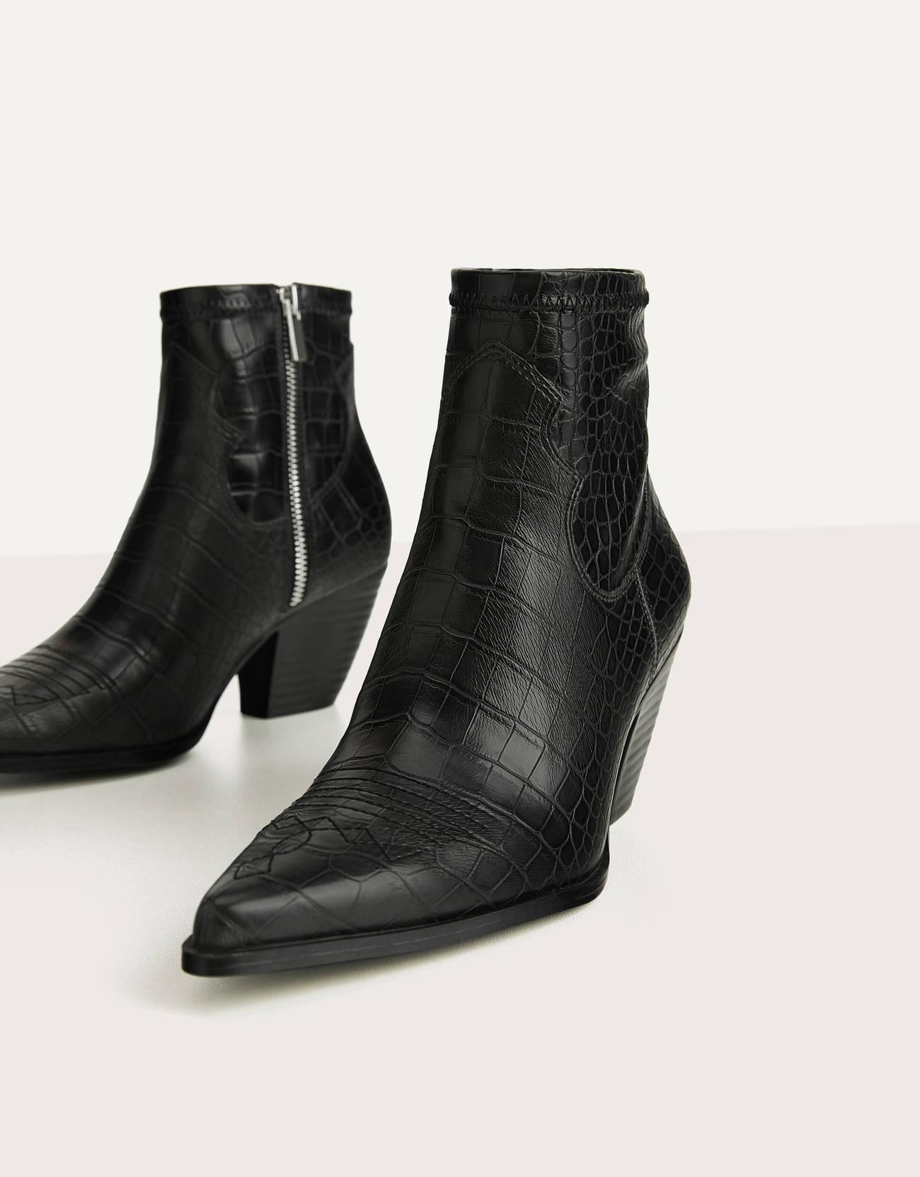 Botines negros de estilo cowboy