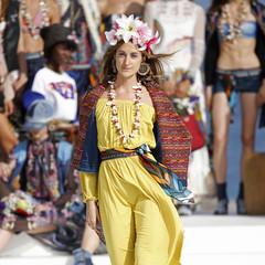 Foto 3 de 24 de la galería desigual-ha-sido-la-firma-encargada-de-inaugurar-la-primera-edicion-de-la-pasarela-mercedes-benz-fashion-week-ibiza en Trendencias