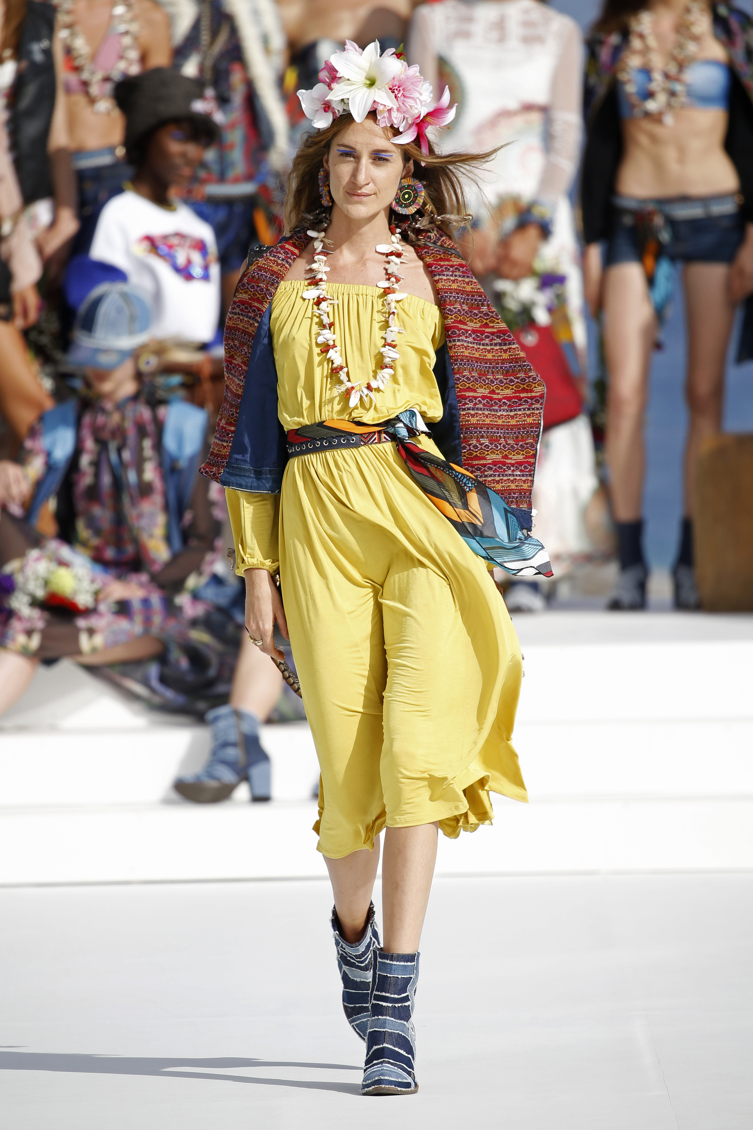 Desigual ha sido la firma encargada de inaugurar la primera edición de la pasarela Mercedes-Benz Fashion Week Ibiza