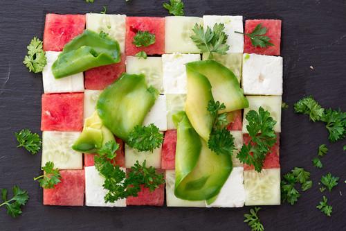 Cómo pelar y cortar las frutas y verduras de verano: nueve utensilios muy útiles y recetas para utilizarlos
