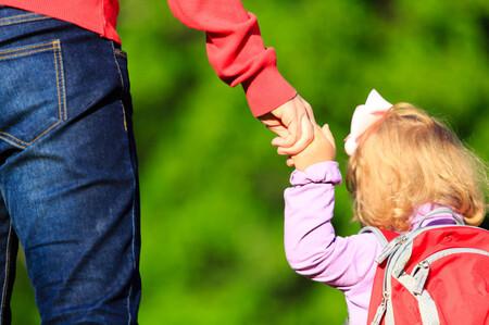 Unos padres llevan a sus dos hijos al colegio con Covid y contagian a siete personas
