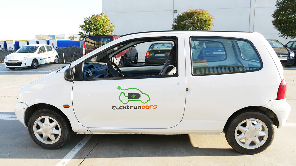 Este hombre convierte coches de combustión en eléctricos: