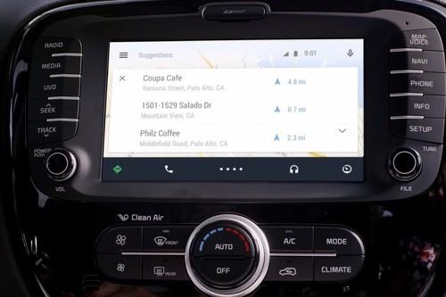 Cómo funciona Android Auto, la interfaz móvil de Google diseñada para evitar distracciones en el coche