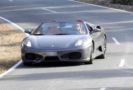 Dolorpasión™: Paris Hilton le hace un agujero al Ferrari F430 Spider de un amigo en Ibiza