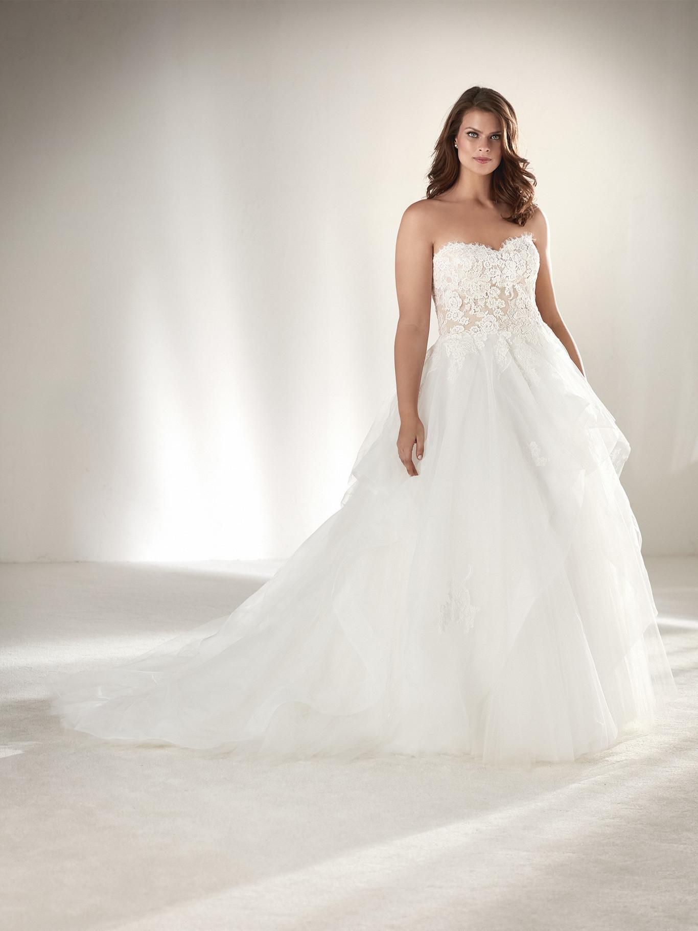 cff35fac41b Pronovias apuesta por los vestidos de novia de tallas grandes y también por  las muy pequeñas