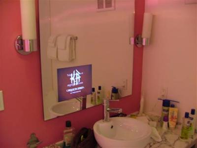 La foto de la semana: Televisión LCD en el baño del hotel