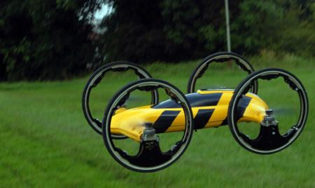Un híbrido entre tu coche teledirigido y un AR Drone, se llama B