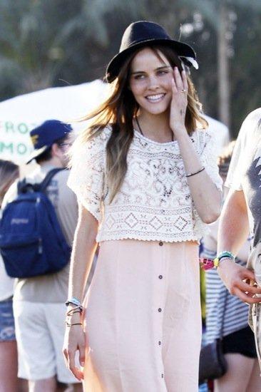 Isabel Lucas sombrero de moda