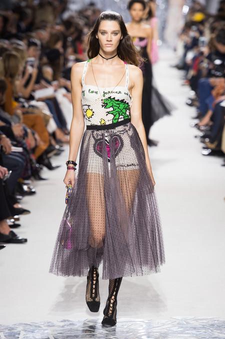 Maria Grazia Chiuri es fiel a su estilo y así lo demuestra en la colección Primavera-Verano 2018 de Dior