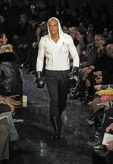 Foto de Jean Paul Gaultier, Otoño-Invierno 2010/2011 en la Semana de la Moda de París (8/14)