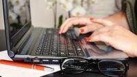 Cuatro formas de trabajar con la administración sin moverte de la silla de tu despacho