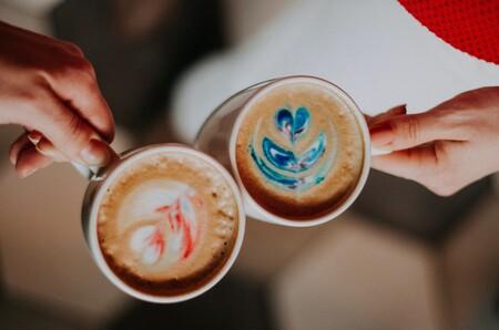 Las madres amantes del café seguro que disfrutan con esta cafetera automática de Cecotec en oferta por menos de 65 euros en Amazon