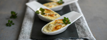 Siete recetas de aperitivos para presentar en cucharita (y evitar ensuciarse los dedos)
