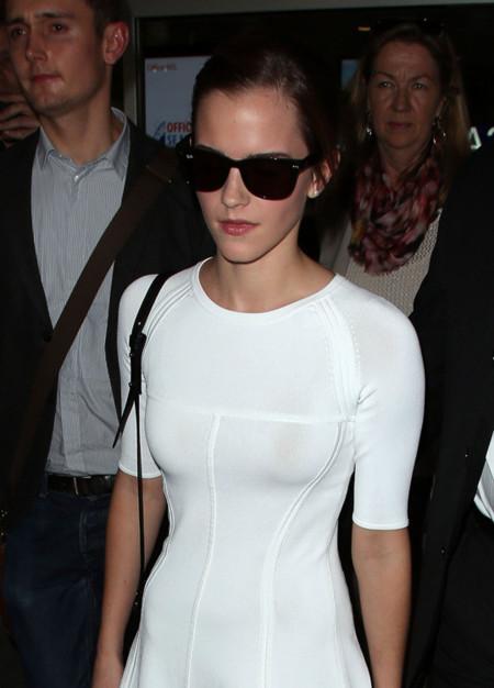¡De blanco y radiante va... Emma Watson!