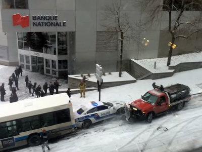 Así se puede complicar el tráfico una mañana cualquiera en Montreal (+ vídeo)
