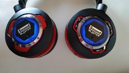 Los auriculares se iluminan en azul durante la sincronización por Bluetooth