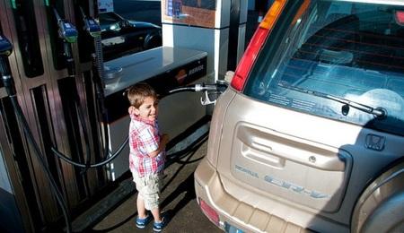 La gasolina ya rebasa el euro y medio por litro