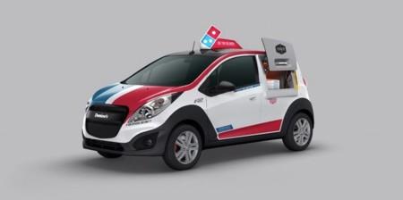 Adiós a las motos para llevar pizzas: este coche tiene hasta un horno en su interior