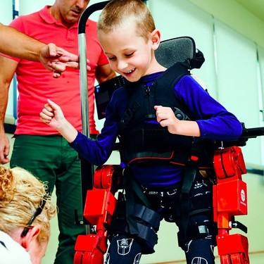 Asi es la creadora del exoesqueleto robótico que podría cambiar la vida a más de 120.000 niños