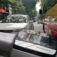 Este asiático te enseña la delgada línea entre ir con prisa en moto y ser un psicópata
