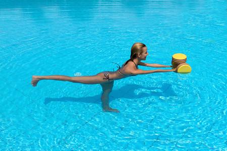 patada-trasera-en-piscina