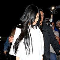 ¿Botas altas y moradas? Kylie Jenner se atreve absolutamente con todo