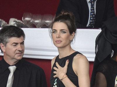 Carlota Casiraghi o como salvar un vestido multicolor casi imposible. Cuando la percha se convierte en la ganadora
