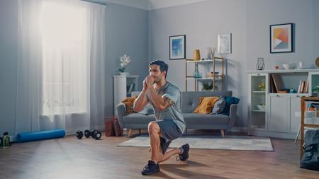 Cómo hacer ejercicio en casa si eres principiante: una rutina con tu peso corporal